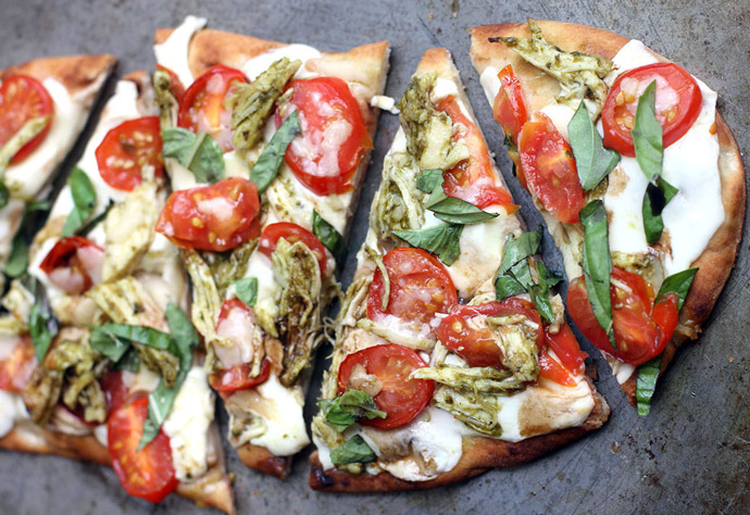 garlic-pizza-first-date-foods-to-avoid